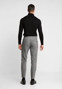Tommy Hilfiger Tailored - PLEATED FLEX PANT - Kalhoty - grey - 2
