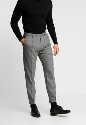 PLEATED FLEX PANT - Tygbyxor - grey