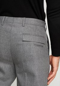 Tommy Hilfiger Tailored - PLEATED FLEX PANT - Kalhoty - grey - 6