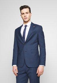 Tommy Hilfiger Tailored - SLIM FIT FAKE SOLID SUIT - Garnitur - blue - 2
