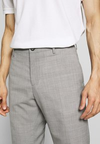 Tommy Hilfiger Tailored - SLIM FIT SOLID BLEND PANT - Kangashousut - grey - 5