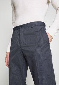 Tommy Hilfiger Tailored - FLEX MICRO STRIPE SLIM FIT PANT - Pantaloni - blue - 3