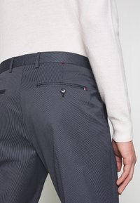 Tommy Hilfiger Tailored - FLEX MICRO STRIPE SLIM FIT PANT - Pantaloni - blue - 5