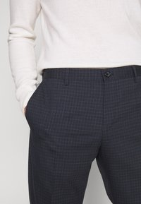 Tommy Hilfiger Tailored - SMALL CHECK SLIM FIT PANT - Kalhoty - grey