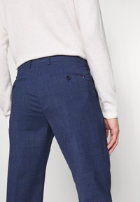 Tommy Hilfiger Tailored - MINI HOUNDSTOOTH SLIM FIT PANT - Pantaloni - blue - 5
