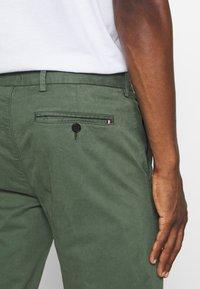 Tommy Hilfiger Tailored - FLEX SLIM FIT PANT - Pantaloni - green - 5