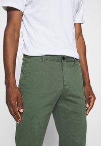 Tommy Hilfiger Tailored - FLEX SLIM FIT PANT - Pantaloni - green - 3