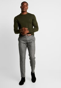 Tommy Hilfiger Tailored - LUXURY - Neule - green - 1