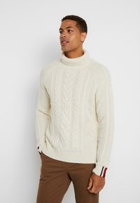 Tommy Hilfiger Tailored - CABLE ROLL NECK - Stickad tröja - white - 0