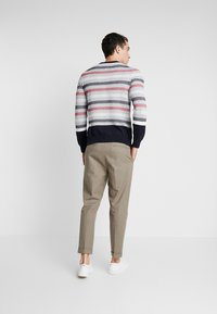 Tommy Hilfiger Tailored - CHUNKY ICON CREW NECK - Pullover - grey - 2
