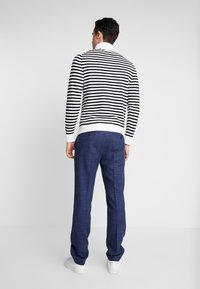 Tommy Hilfiger Tailored - STRIPED ROLL NECK - Stickad tröja - white - 2