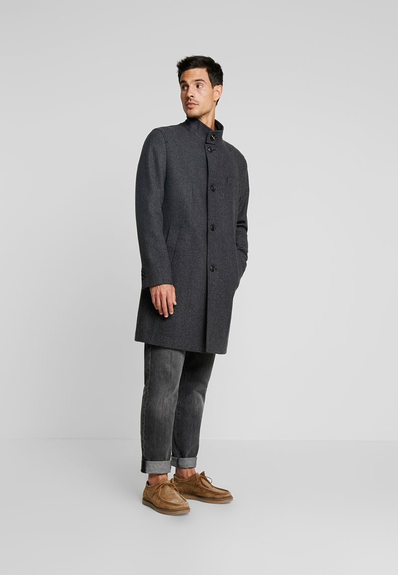 Tommy Hilfiger Tailored - STAND UP COLLAR CHECK OVERCOAT - Classic coat - grey