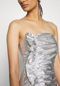 Third Form - DRIFTER FRILL STRAPLESS - Cocktail dress / Party dress - silver - 5