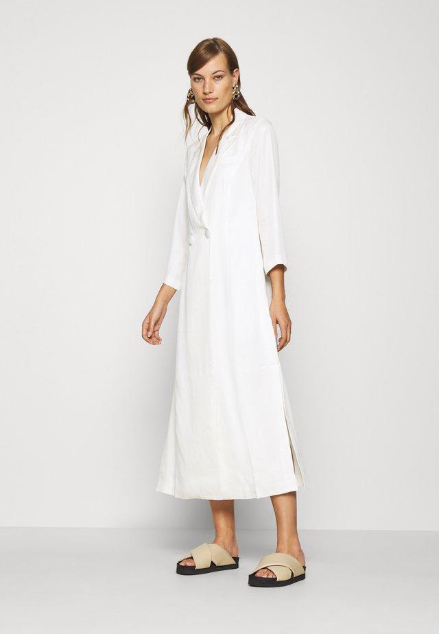 MOVE ON MAXI BLAZER - Denní šaty - off white