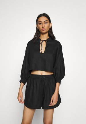 PLAY ON CROPED BLOUSE - Blouse - black