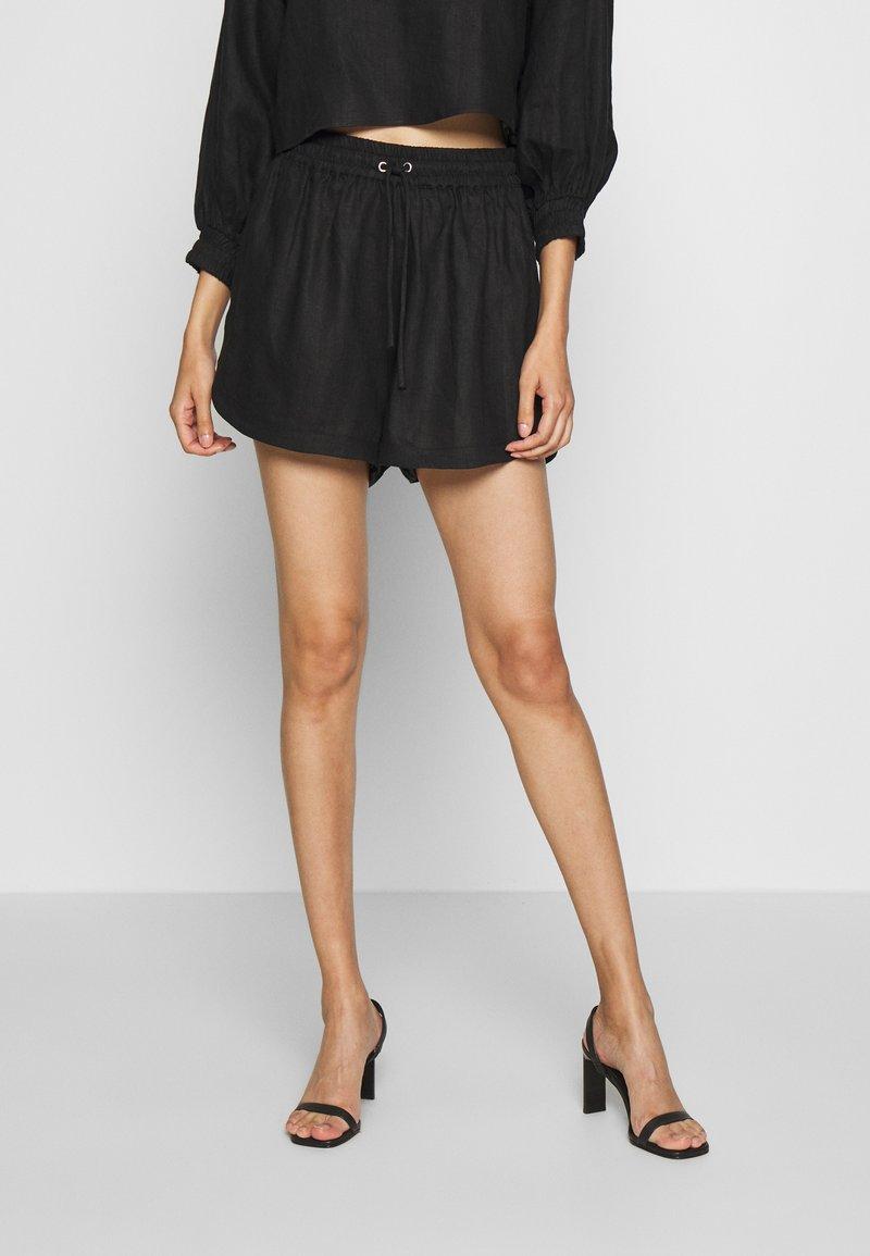 Third Form - PLAY ON  - Shorts - black