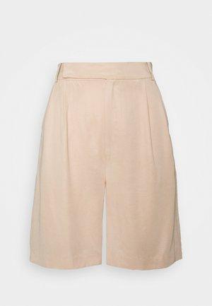 LE MODE BERMUDA SHORT - Shorts - cream
