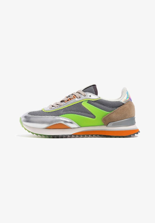 Trainers - silver-green
