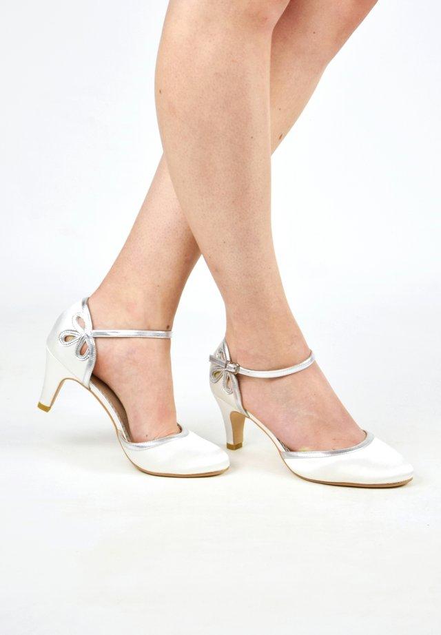 NINA SILBER - Bridal shoes - ivory