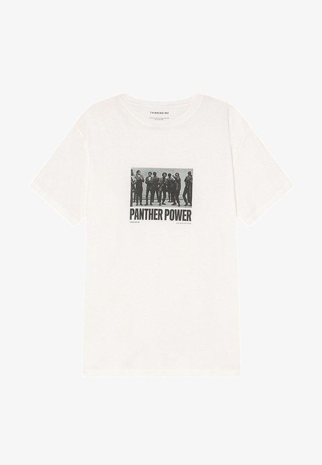 PANTHER POWER  - Print T-shirt - snow white