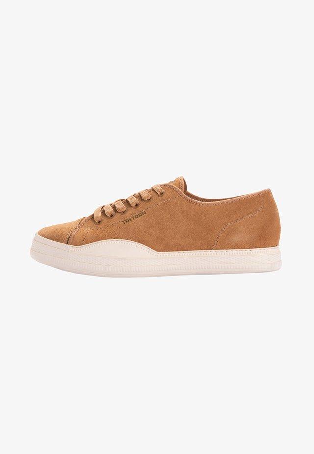 Sneakers - caramel/bone