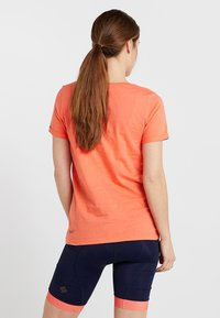 Triple2 - LAAG WOMEN BIKE - T-Shirt print - living coral - 2