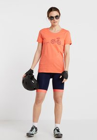 Triple2 - LAAG WOMEN BIKE - T-Shirt print - living coral