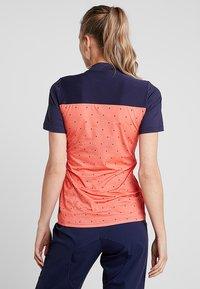 Triple2 - SWET PERFORMANCE WOMEN - T-Shirt print - living coral - 2