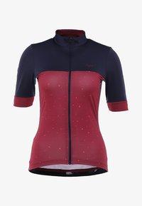 Triple2 - VELOZIP PERFORMANCE WOMEN - T-Shirt print - beet red - 5
