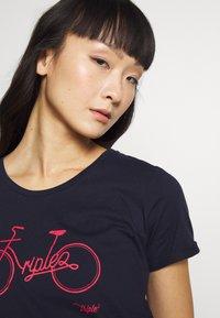 Triple2 - Print T-shirt - peacoat - 3