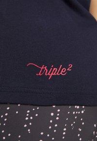 Triple2 - Print T-shirt - peacoat - 5