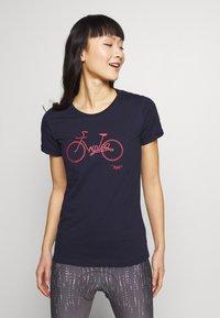 Triple2 - Print T-shirt - peacoat - 0
