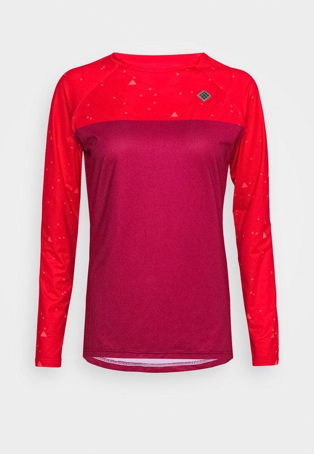 Long sleeved top - beet red