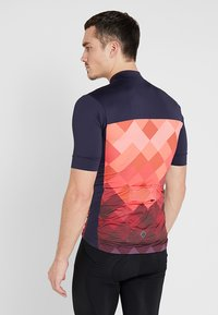 Triple2 - VELOZIP PERFORMANCE MEN - T-Shirt print - living coral - 2