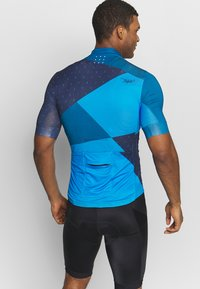 Triple2 - VELOZIP MEN - Print T-shirt - mykonos blue - 2