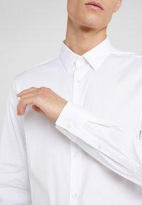 Theory - SYLVAIN - Zakelijk overhemd - white - 6