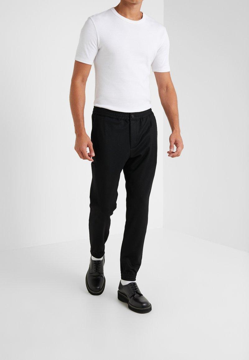 Theory - TERRANCE - Spodnie materiałowe - black
