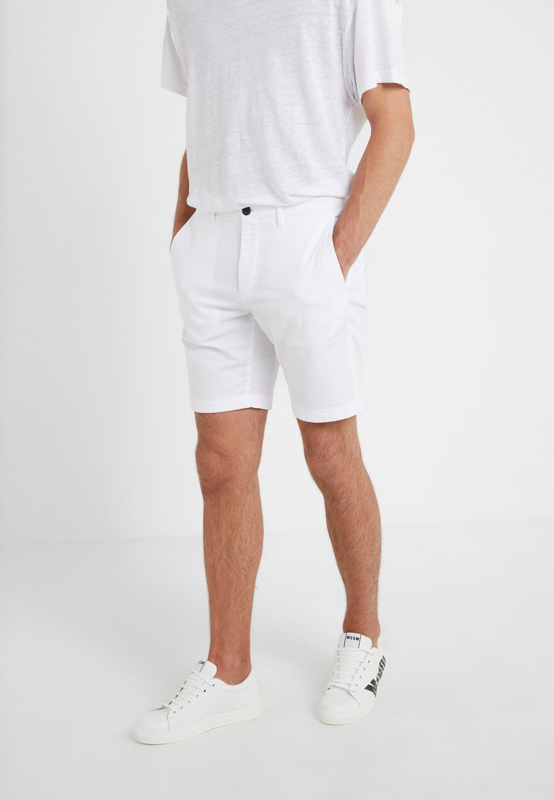 Theory - ZAINE PATTON - Shorts - white