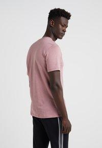 Theory - ESSENTIAL  TEE AIR - T-shirt basic - amarylis - 2