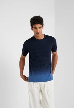 ESSENTIAL TEE CHROMA - T-shirt imprimé - eclipse/azure