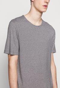 Theory - TIDAL TEE  - Print T-shirt - black/natural - 5