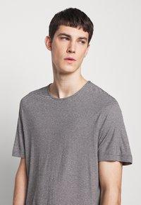 Theory - TIDAL TEE  - Print T-shirt - black/natural - 3