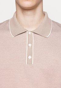 Theory - TRIO TRIO EOE - Polo shirt - ivory/amber balsam - 5