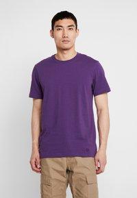 Stance - PRIMER  - Jednoduché triko - purple - 0