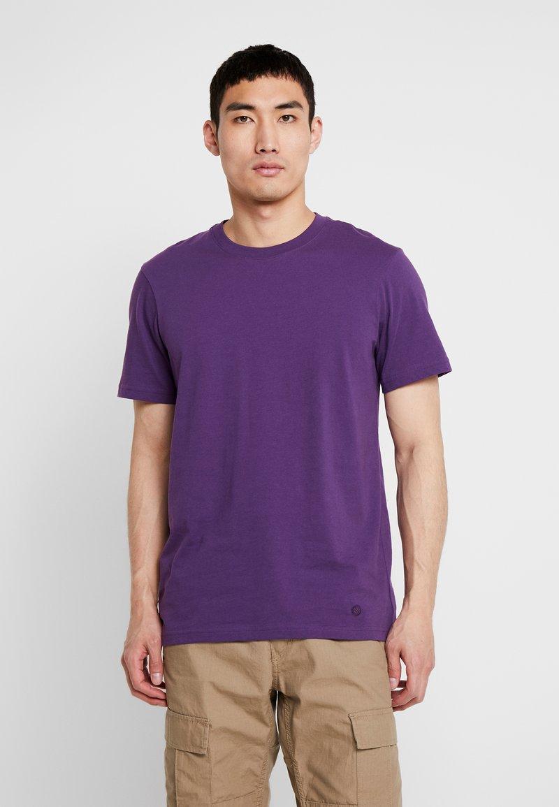 Stance - PRIMER  - Jednoduché triko - purple