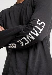 Stance - BASIS  - Top sdlouhým rukávem - blackfade - 3
