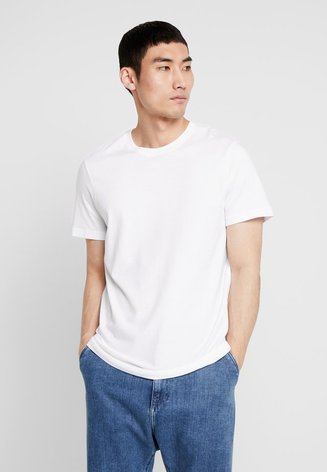 SHELTER  - T-shirt basic - white