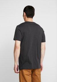 Stance - SHELTER  - Jednoduché triko - black fade - 2