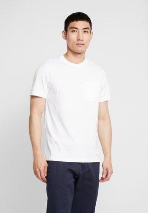 SHELTER POCKET - T-shirt basic - white