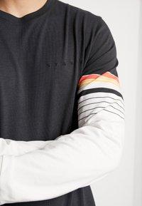 Stance - DEGREES - Top sdlouhým rukávem - black/orange - 5